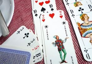 Karten spielen, Foerderung der Gemeinschaft in der Harabau e. V.
